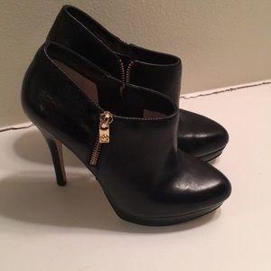 Michael Michael Korrs heeled booties